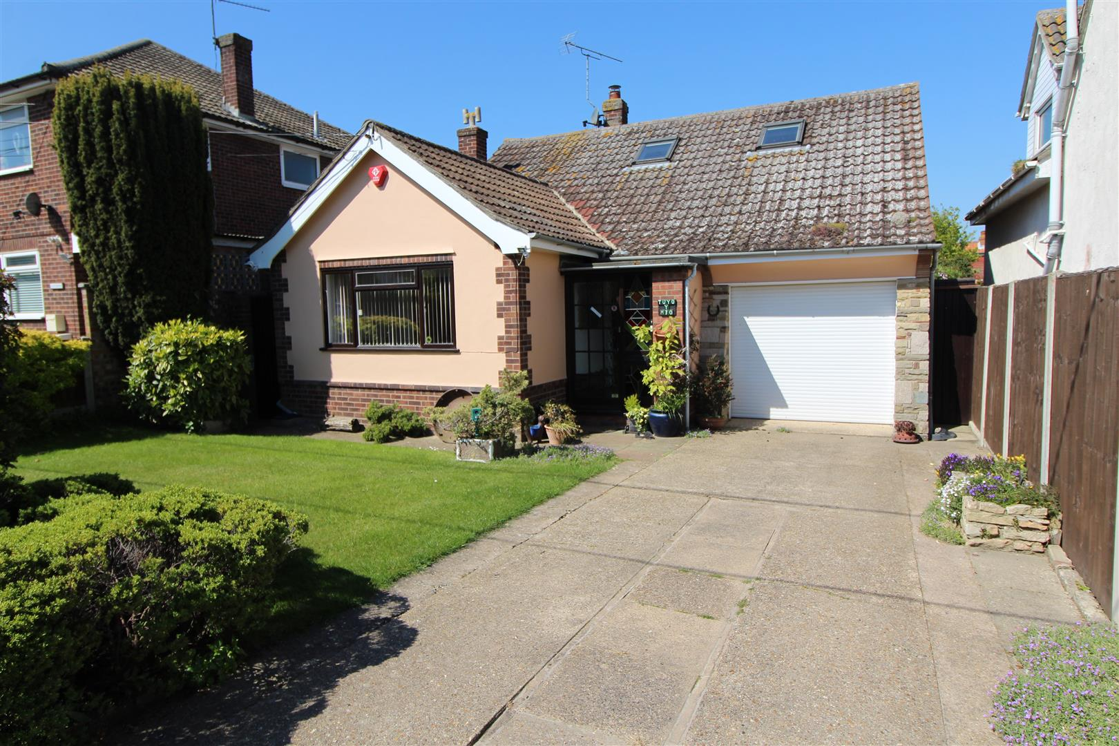 Edith Road, Kirby-Le-Soken, Essex, CO13 0DH